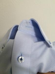 ノーアイロンシャツの首元のボタン